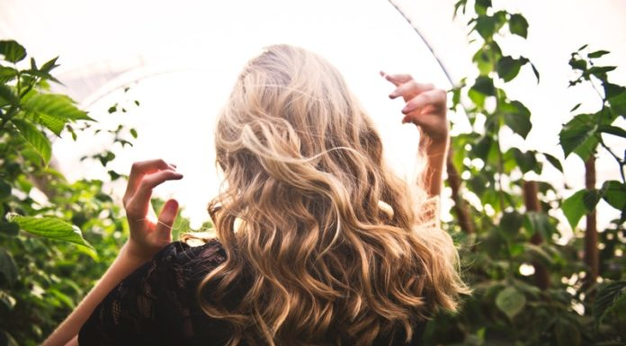 curare i capelli